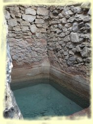 Intérieur de la citerne, une réserve d'eau douce ...
