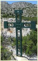 Randonnée calanques - Devenson cirque pételins - Croix des scouts catholiques - Les Randos de Loulou