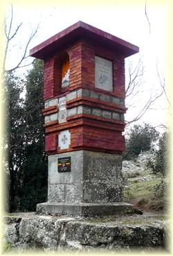 Col de Bertagne depuis saint-Pons, monument des excursionnistes - Randonnée Sainte Baume - Les Randos de Loulou